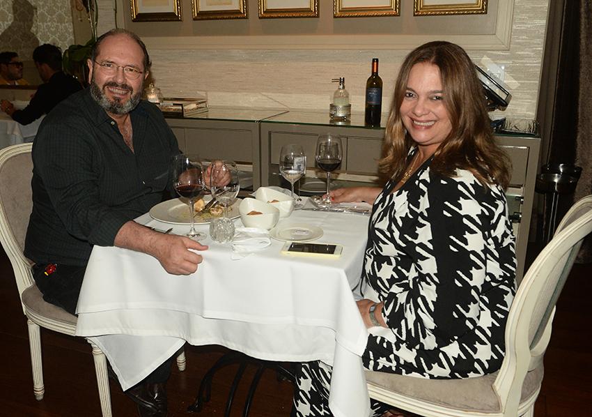 Joana e Fernando Arcoverde jantando no restaurante Chez Bernard o famoso restaurante francês de Salvador