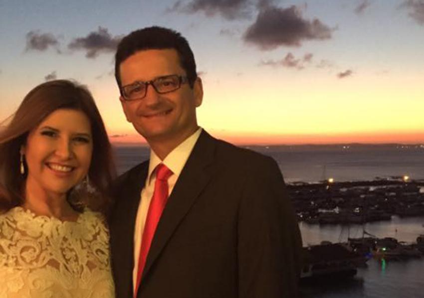 Lívia Nogueira Reis é a aniversariante de hoje, na foto ela está com o seu esposo o famoso advogado Marcelo Nogueira Reis