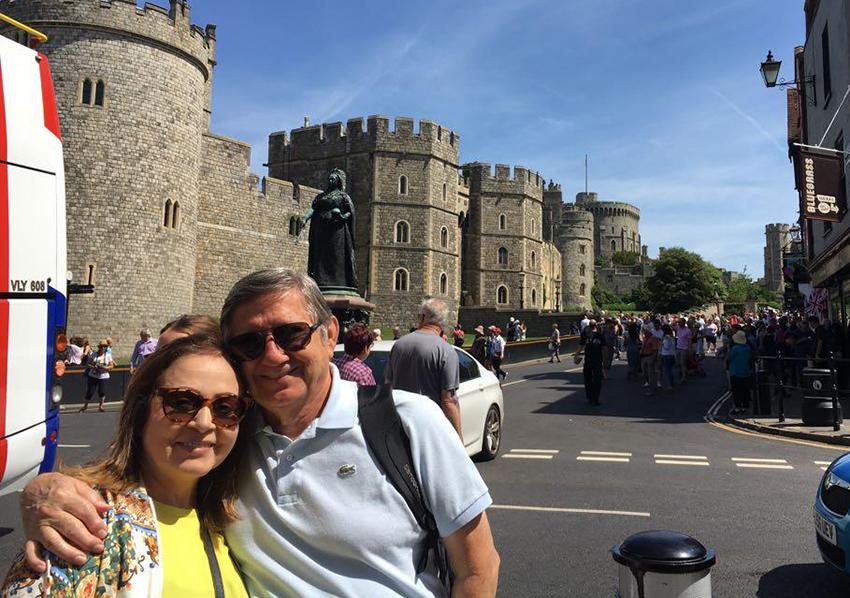 Braz Izelli é o aniversariante de hoje 06 de junho, ele está em Londres com a sua esposa Ana Maria Izelli. Ver mais...