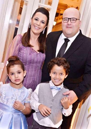 Ricardo Freira um dos comandantes de Guebor na Bahia com a esposa Flávia e filhos