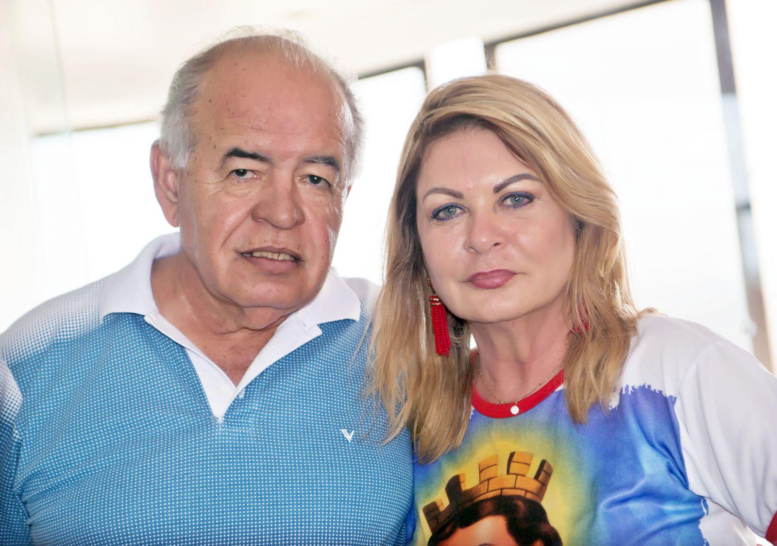 Prof. José Nilton Carvalho e Mary passaram o São João e São Pedro fora de Salvador mas já chegaram para o batente.