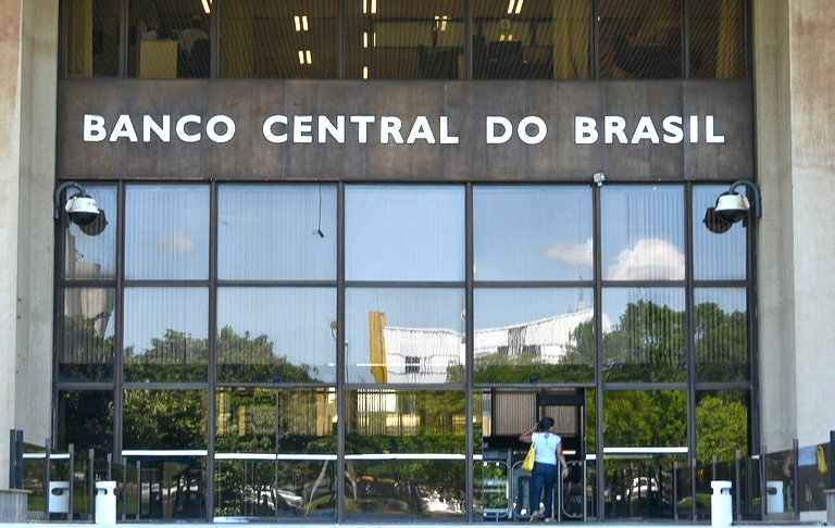 Banco Central surpreende mercado ao reduzir Selic para 13%