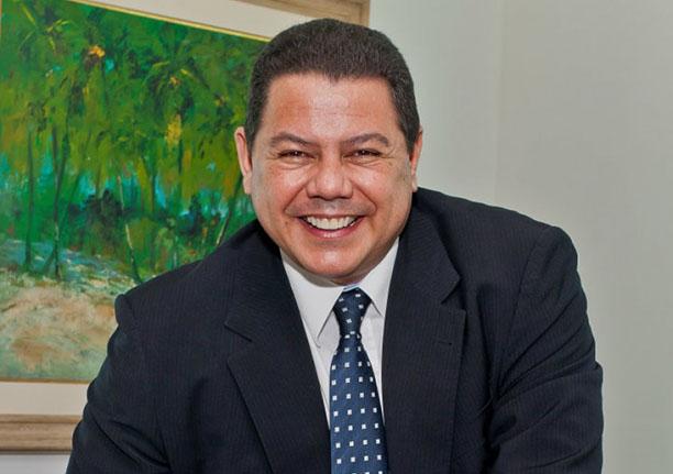 Raul - Zagueiro do Vitória jantou ontem dia 09 no restaurante Soho. Clique pra veer mais...