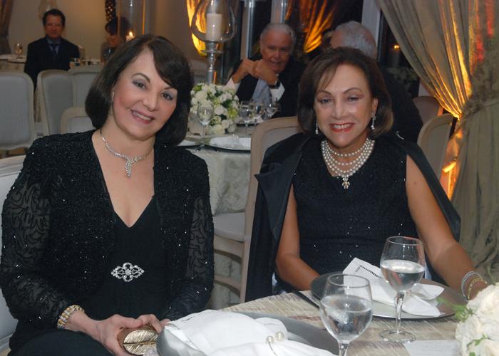 Ana Maira Valente e Margarida Luz  em recente casamento.