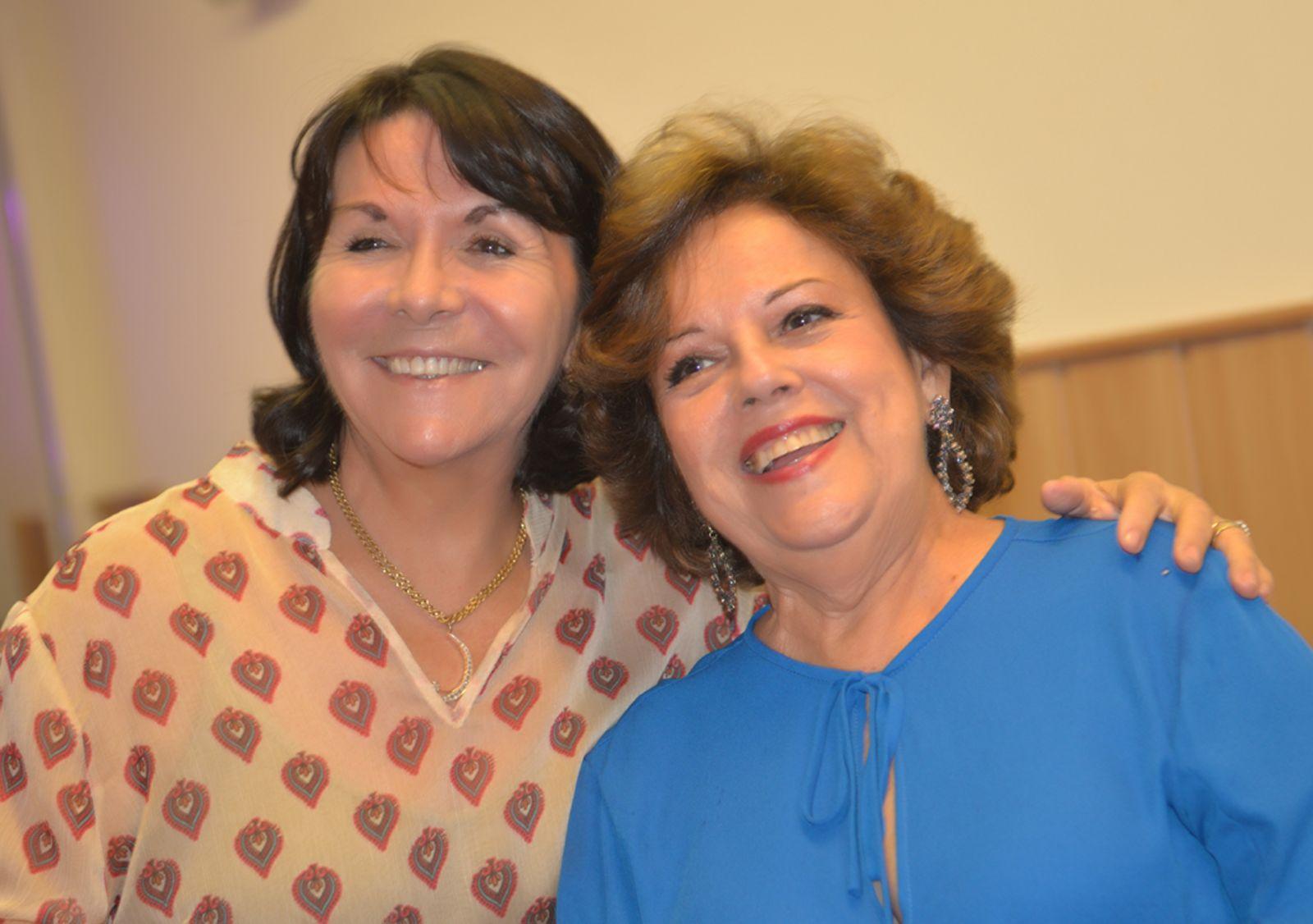 Janete Freita a aniversariante de hoje 31/03, ladeada por Martha Dione Caloula