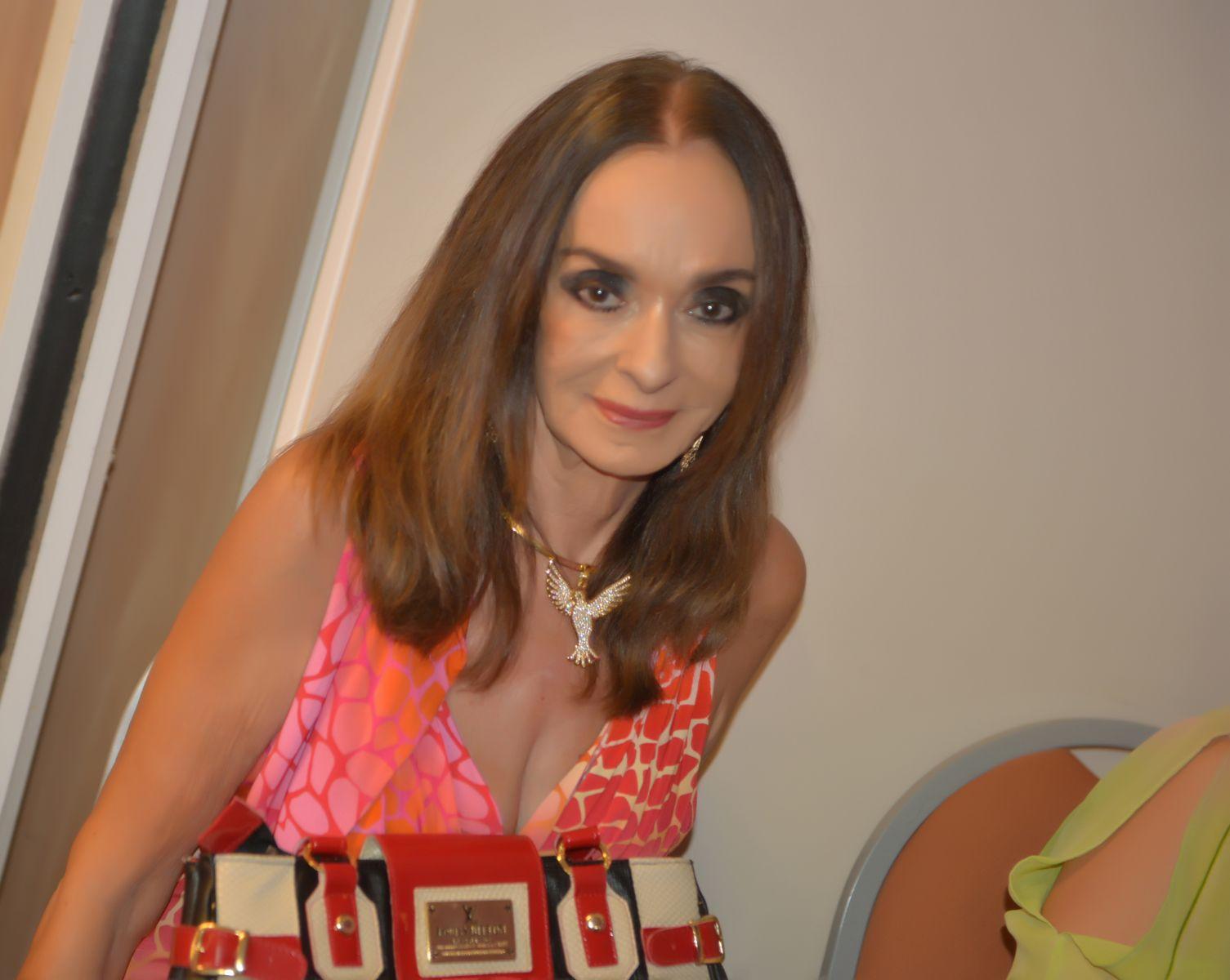 Verinha Luedy convida você o almoço beneficente do dia 29 no Amado para a Casa da Criança Carente