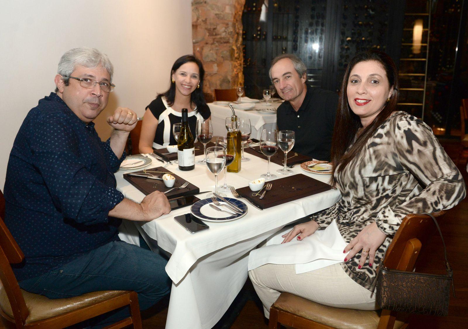 Paulo Cavalcante e Anita jantando no Amado com Aline e Jorginho Lins Freire