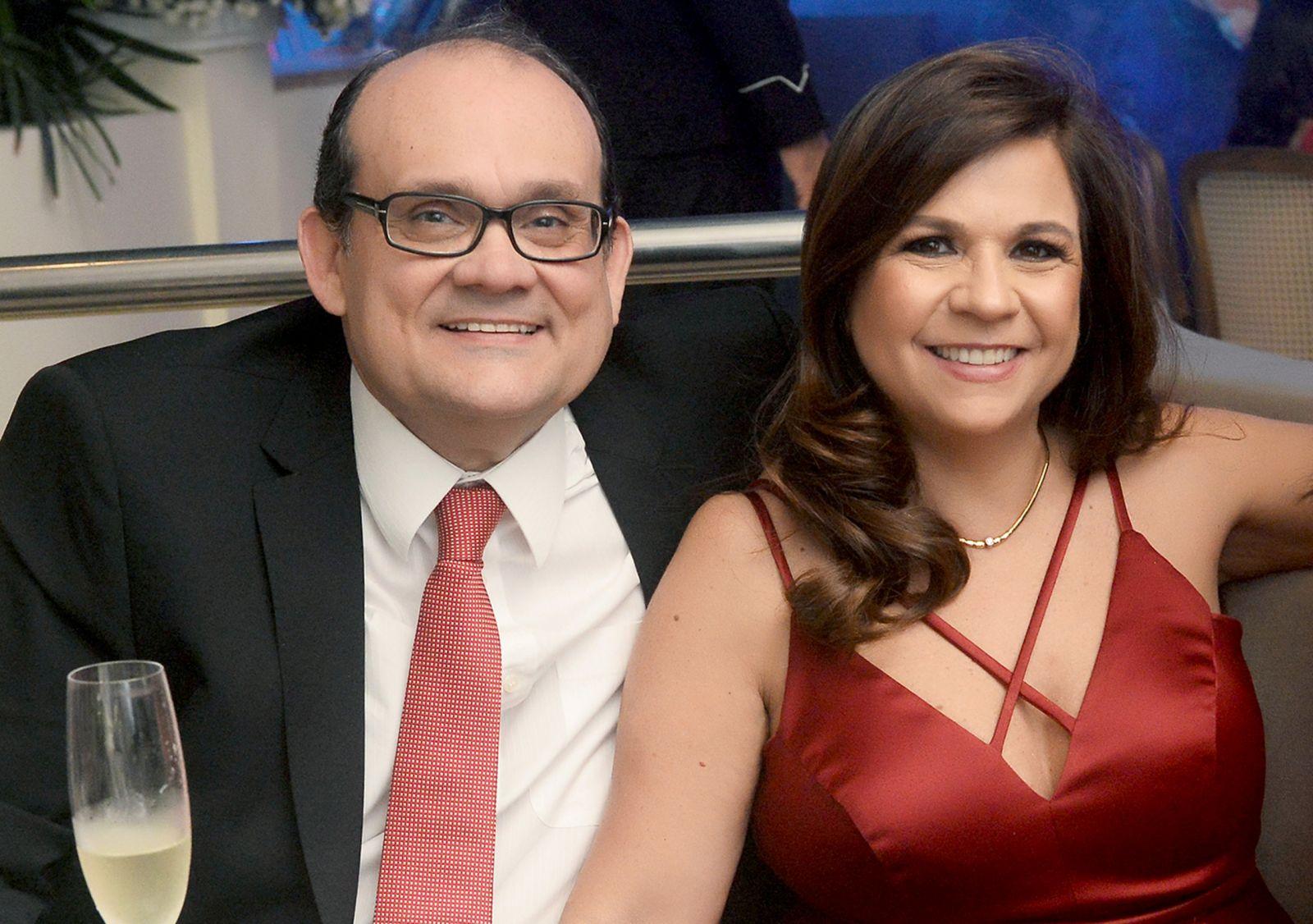 Ademar Lemos é o famoso aniversariante de hoje, na fotos ele está com a esposa Verônica Lemos