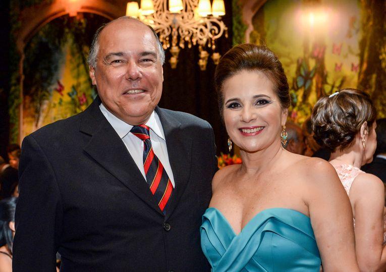 Julieta Costa Pinto é a nobre aniversariante, na foto ela está com o esposo Gugu Maciel