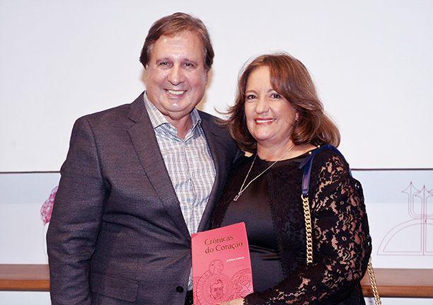 Jadelson Andrade lançou seu livro Crônicas do coração em Salvador e dia 21 próximo lançará em São Paulo no Rest. La Macca.