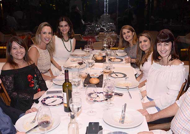 Maria do Rosário Magalhães e Cristina Calumby jantando no Amado com amigas de sempre e para sempre