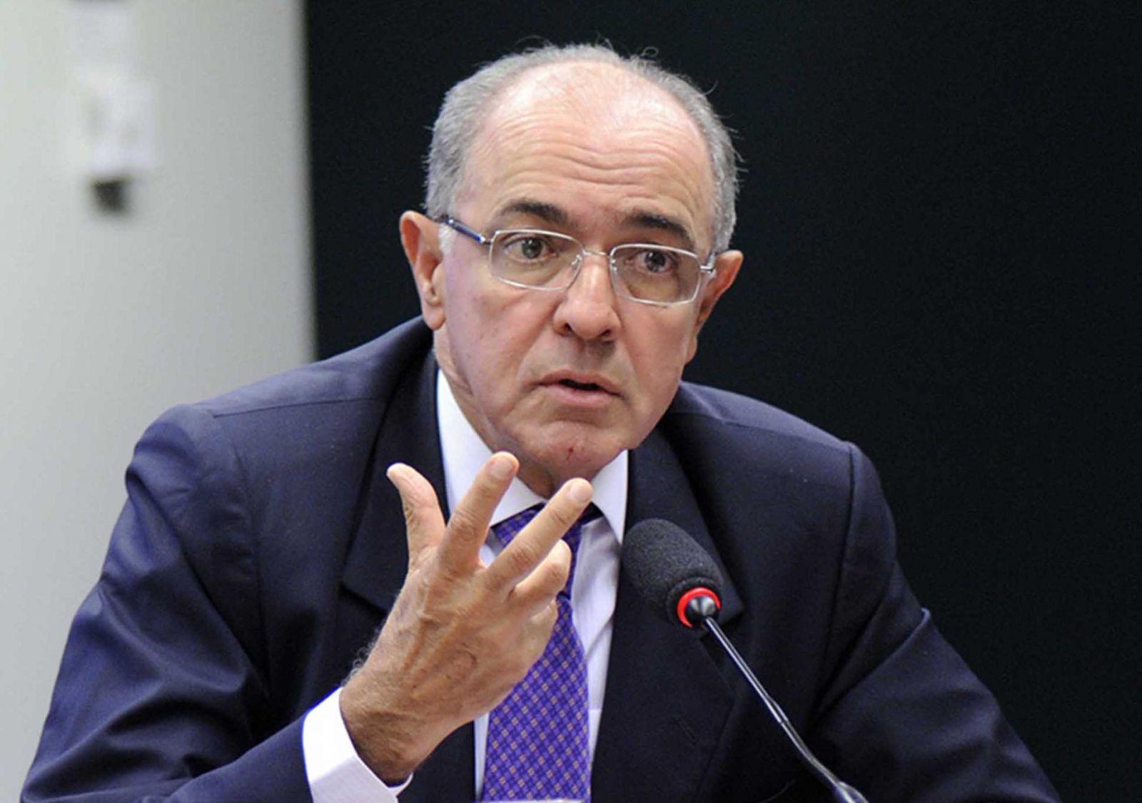 O Deputado José Carlos Aleluia fere a alma de Rui Costa com palavras. Ninguém tem esse direito.Veja..