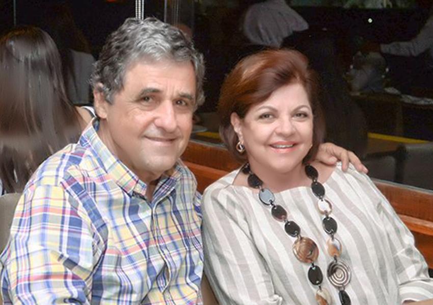 Roberto Queiroz o aniversariante, na foto ele está com a esposa Tereza Queiroz em Portugal