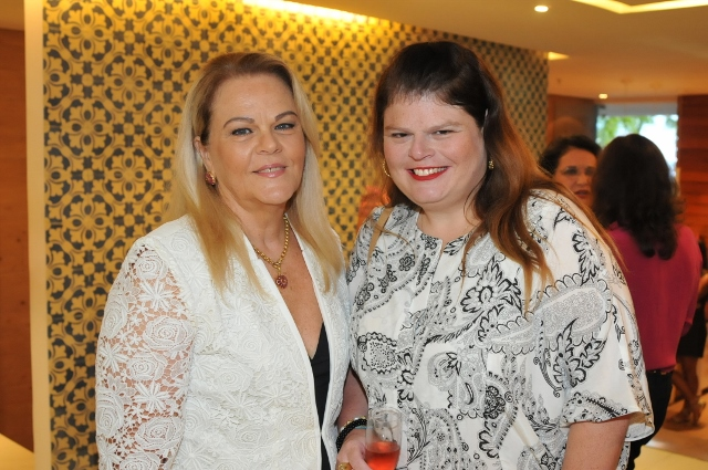 Gracinha Lebram a aniversariante de hoje, na foto ela está com a filha Nanda Lebram