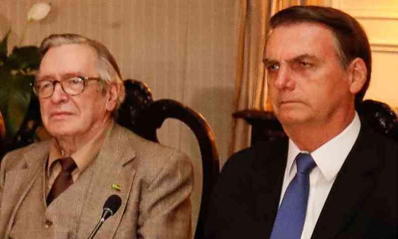 Olavo ameaça derrubar Bolsonaro, mas volta atrás