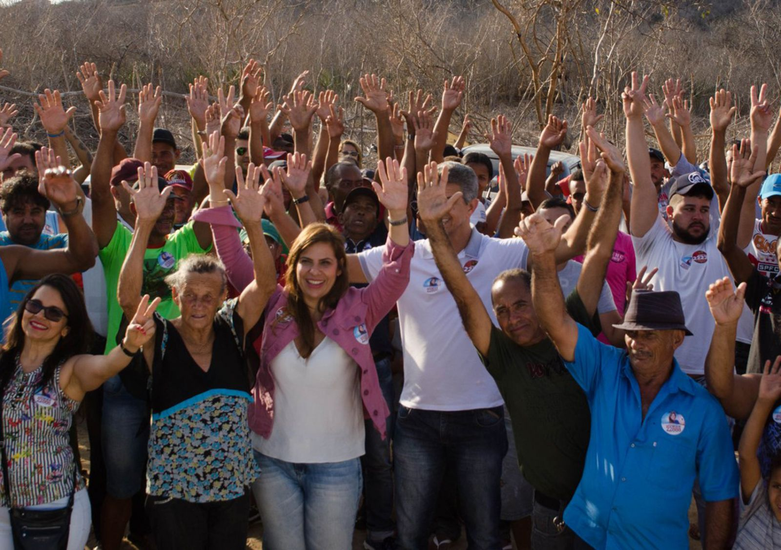 Kátia Bacelar é a bela aniversariante de hoje 16 de julho, na foto ela está com seus eleitores de 2018