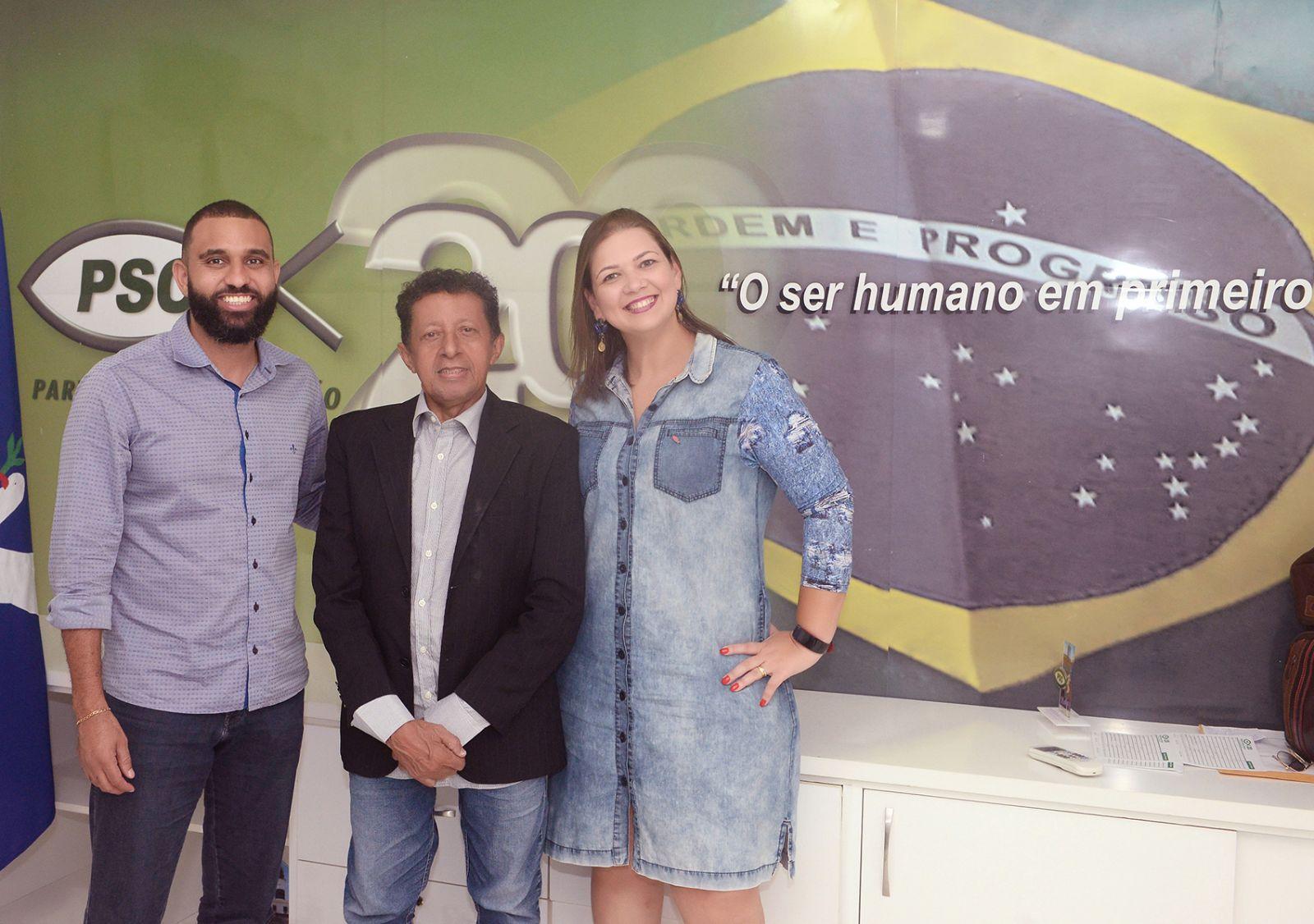 Valterio Pacheco pré-candidato a Vereador entre Heber Santana o presidente do Partido no Estado e Jamime presidente Mulher do Partido