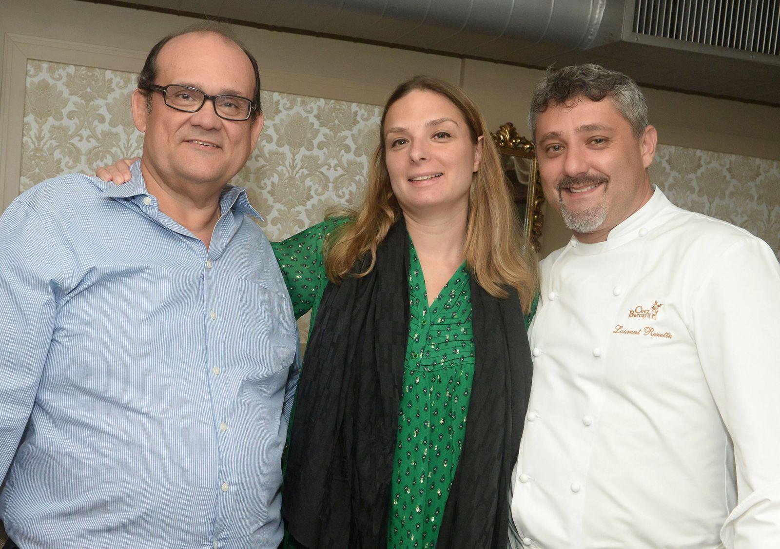 Hélène Luzin, jornalista francesa autora do Livro 50 Pratos de Grande chefs,com Laurent Rezette e Ademar Lemos do Chez Bernard