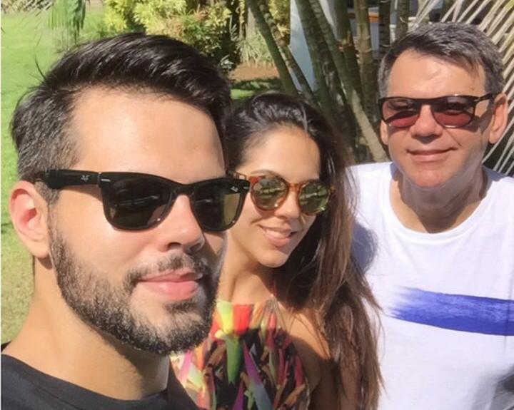 Ricardo Araújo e seus filhos Natália e João Ricardo passaram a virada de ano em Busca Vida