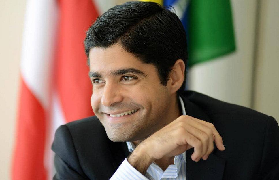Prefeitura terá orçamento de R$ 5 bi, veja o sorriso do prefeito como está largo!