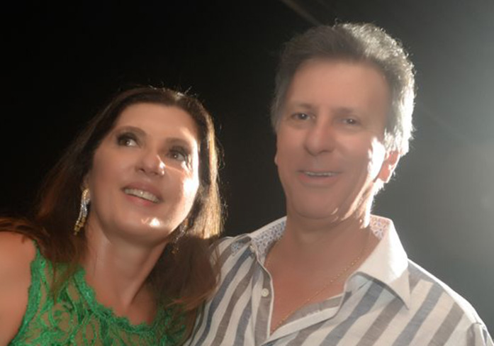 Tetê Carvalho Luz é a nobre aniversariante de hoje, na foto ela está com o esposo Fredinho Luz