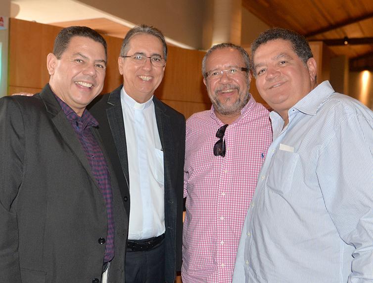 Marcelo Sacramento, Padre Luiz Simões, José Luiz Simões e Cesar Ribeiro Lima em almoço do bem