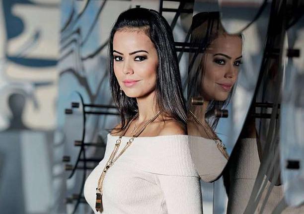Deputada Federal Shéridan Oliveira é Camada de gostosa na Câmara dos deputados. Veja a reação dela e a consequência