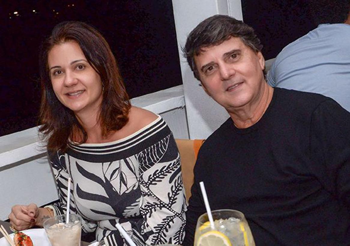 Simone S. Tourinho e Renato Tourinho jantando no Soho