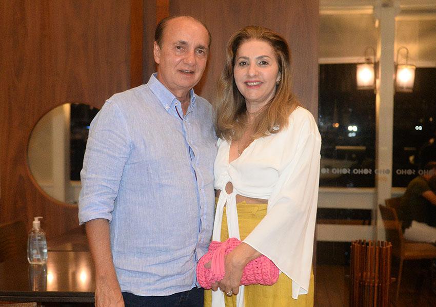 Alberto Nunes presidente do CDL da Bahia, jantando com sua esposa Ivone Nunes no restaurante Soho