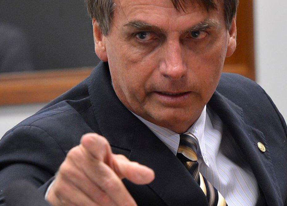 Presidente do PSL diz que Bolsonaro não irá a debates. Eu acho que ele não deve sair de casa nem chegar na janela