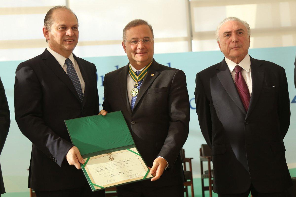 Fábio Vilas-Boas é condecorado com medalha da Ordem do Mérito Médico