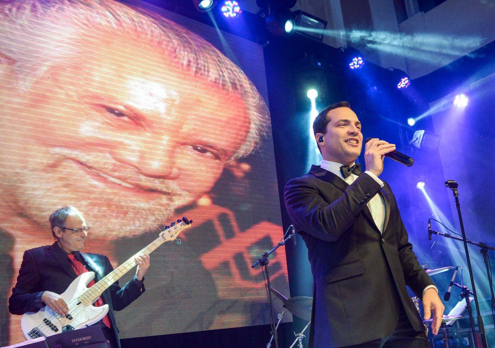 O cantor Daniel Boaventura foi destaque total nos 70 anos de Milton Martinelli no Cerimonial Cunha Guedes