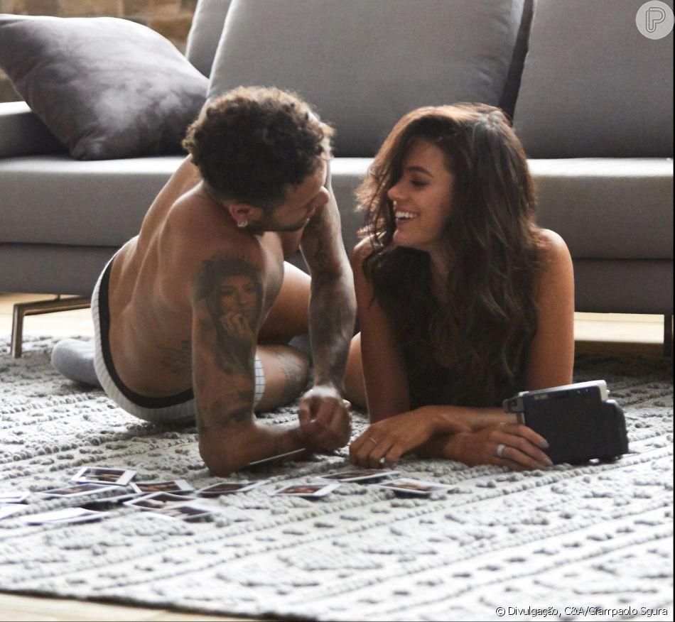 De lingerie, Marquezine estrela campanha ao lado de Neymar