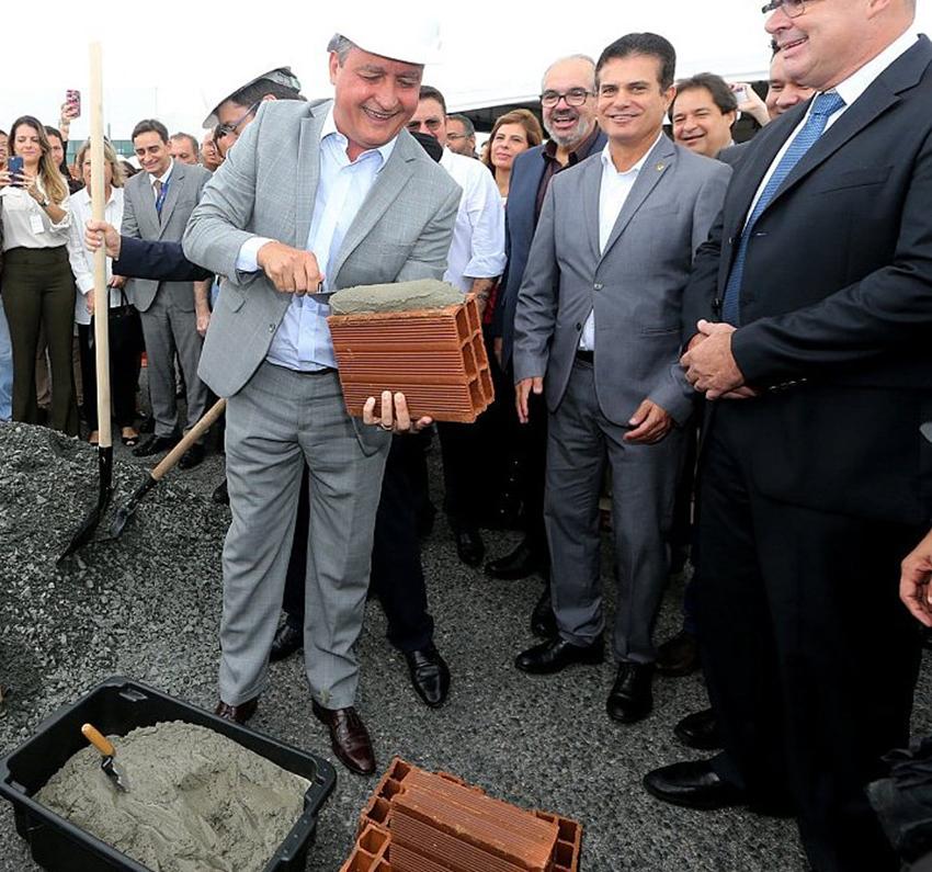 O governador Rui Costa, já está com a mão na massa para começar a obra da nova Rodoviária de Salvador.Vê mais...