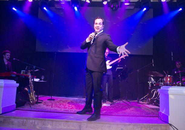 O cantor Daniel Boaventura fará show amanhã dentro da festa Glamour dos Anos Dourados. em Salvador. Veja mais...