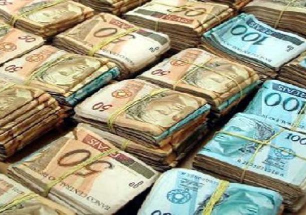 Ter dinheiro não é má, o que é má, é não ter dinheiro, e o má uso do dinheiro.Ver mais...