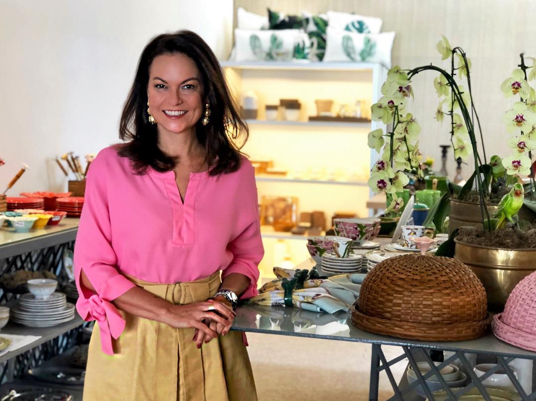 A empresária de Sabrina Furtado um nome de peso na moda, embarca no próximo dia 4 para paris. Click pra vê o porque
