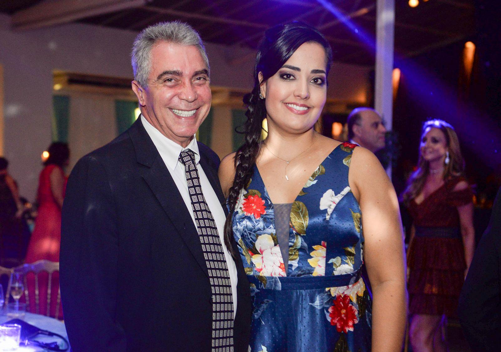 Remo Pace é o cirurgião Dentista destaque de hoje, na foto ele está com a sua esposa a advogada Fernanda Abib