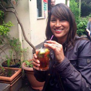 Mulher de 53 anos revela segredo que usa para fingir ter 21