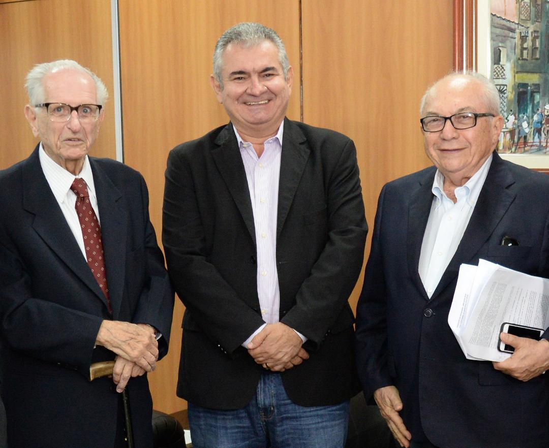 Faleceu em Salvador o professor, membro da ALB, ex-diretor de A Tarde, ex- Secretário de Educação Edvaldo Boaventura