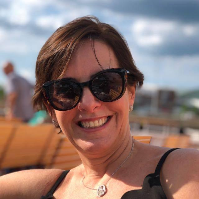 Dra. Clarissa Mathias(oncologista, que lida com tumores e câncer),é a aniversariante do 14. Clique ...