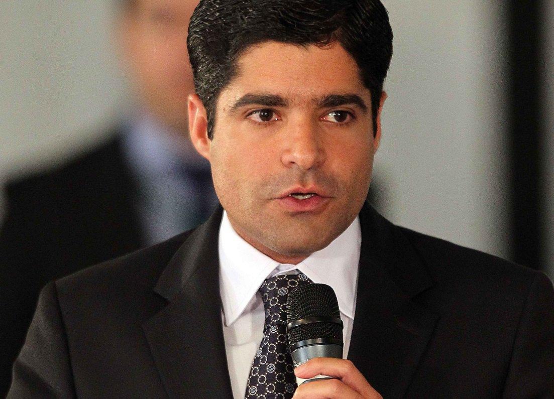 ACM Neto declarará logo mais às 13h30 quem ele vai apoiar para presidente do Brasil. Ver mais...