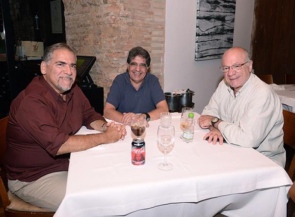 Maurício A.Dias Pereira, Antonio Penteado e Carlos Augusto Neimberg ambos da Santa Casa de São Paulo, jantando no Amado de Salvador