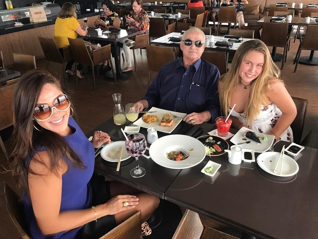 Sheila Varela jantando no Soho por ocasião do seu aniversário