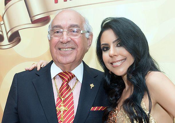 Nelson José de Carvalho é o aniversariante de hoje, na foto ele está com a filha Ana Luzia.