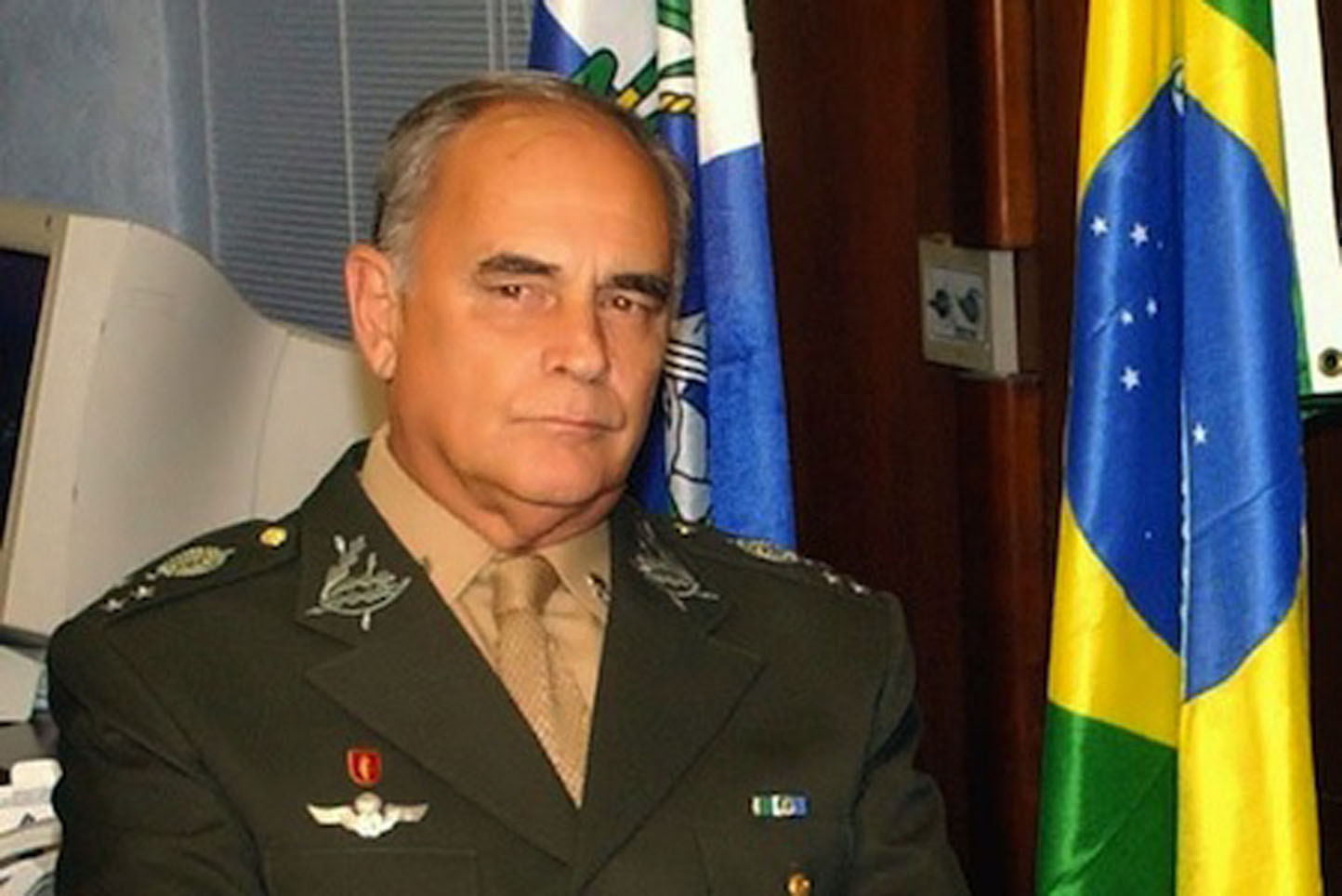 BOMBA! General confirma que haverá intervenção militar
