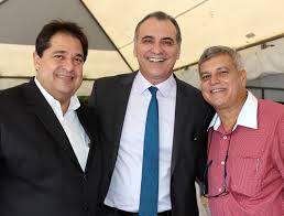 José Alves é o novo secretário de Turismo em lugar de Pelegrino. Segundo Bocão News Polícica, Pelegrino ficou furioso com a exoneração. Mas logo isso será pacificado, eu creio, pois está todo mundo no