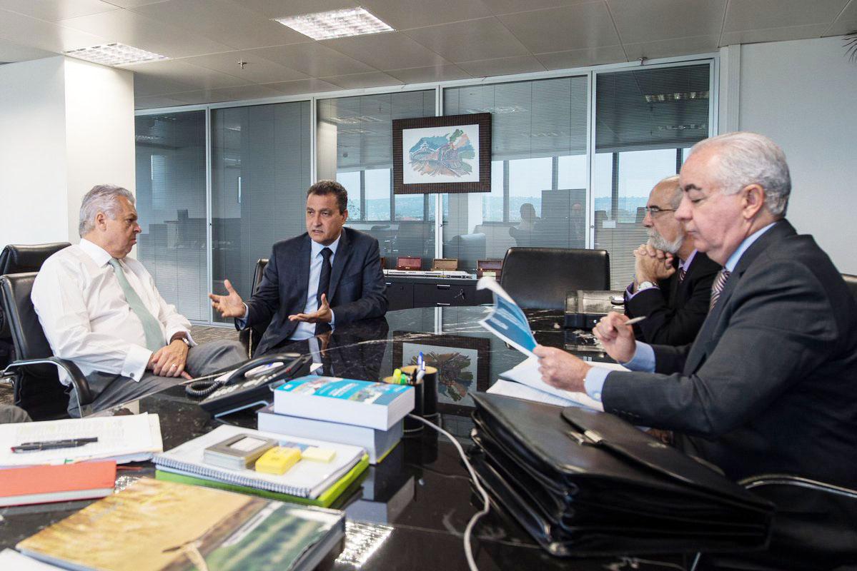 Rui Costa se reúne para falar sobre rodovias que cortam a Bahia e sobre parceria para fibra ótica.