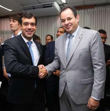 Nelson Leal presidente da ALBA empossando Thiago Correia no cargo de deputado Estadual
