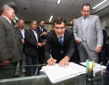 Thiago Correia tomando posse como deputado Estadual pela Bahia